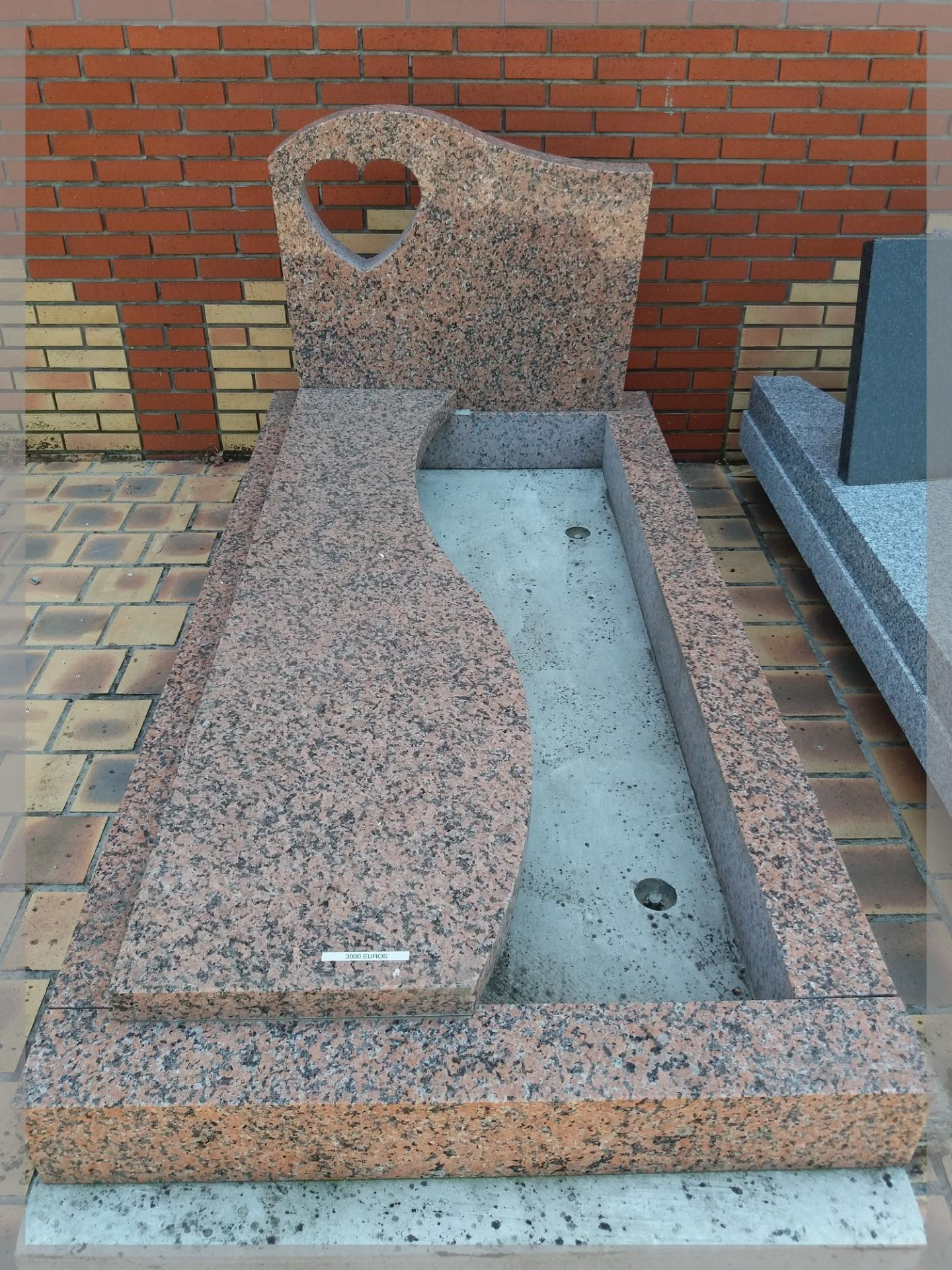 Tombale et stèle